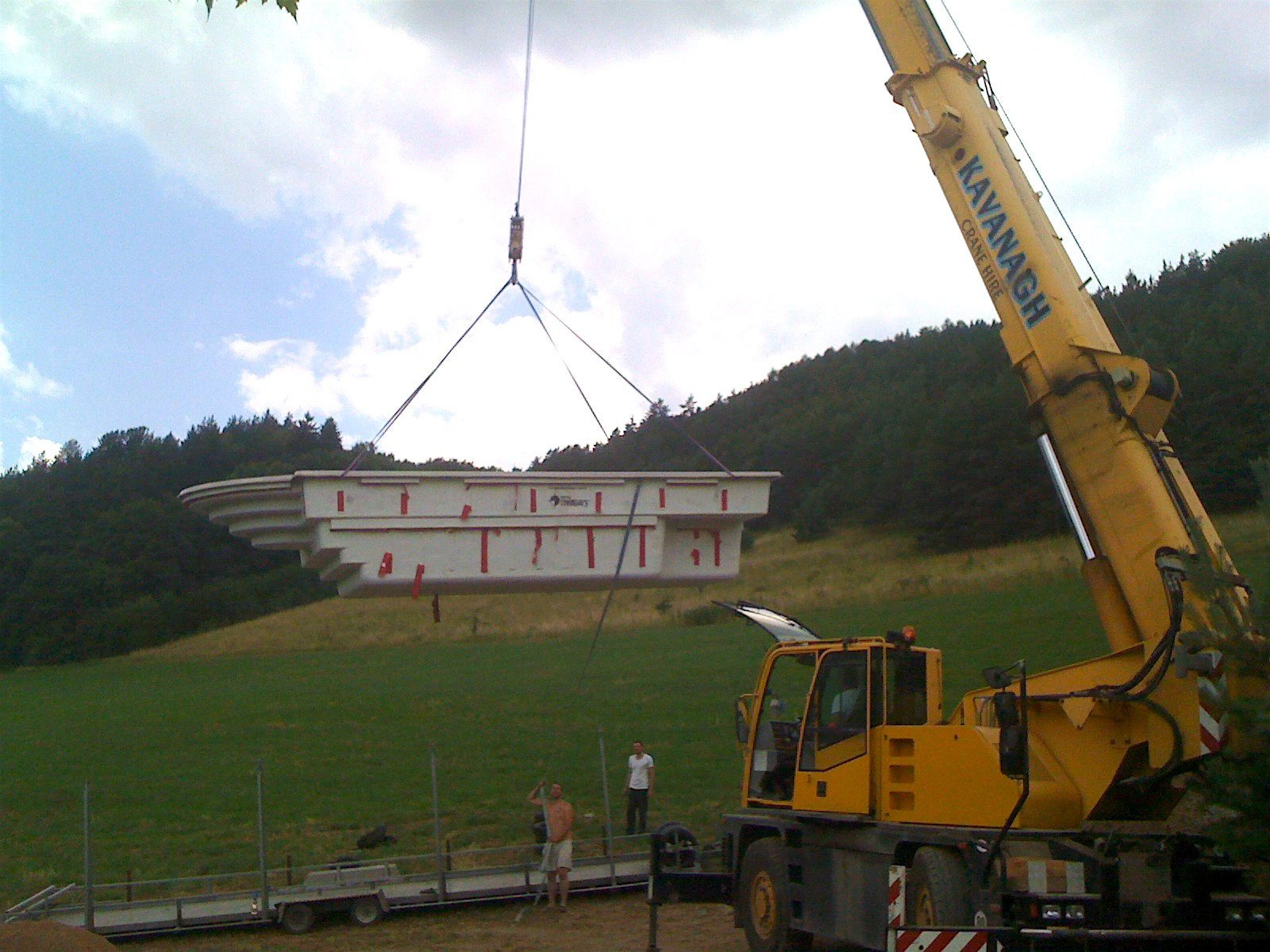 Pool construction – placing the ceramic pool with a crane