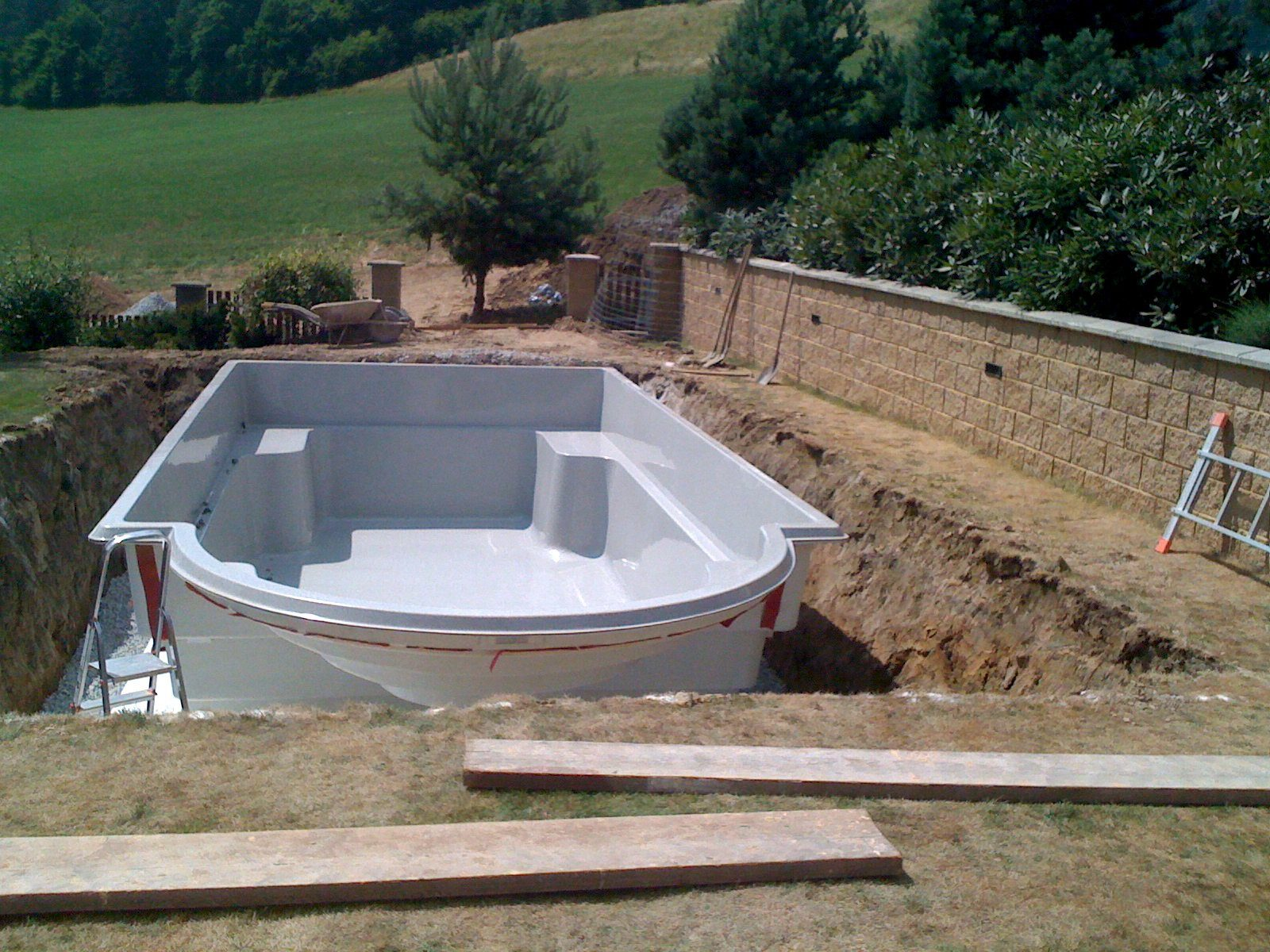 Compas Pools ceramic pools installation