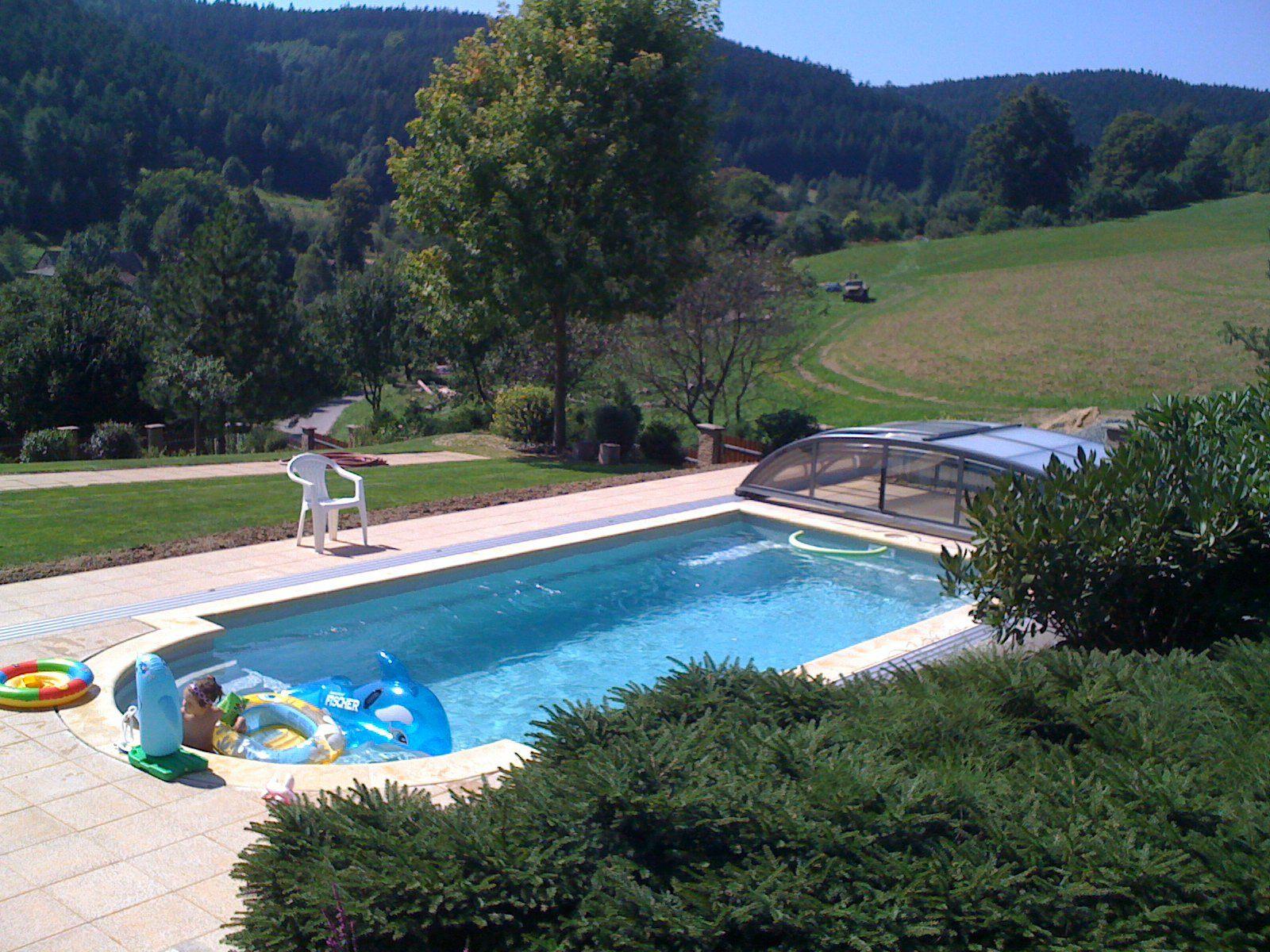 Kompletně dokončená stavba bazénu JAVA s hotovou úpravou okolí bazénu