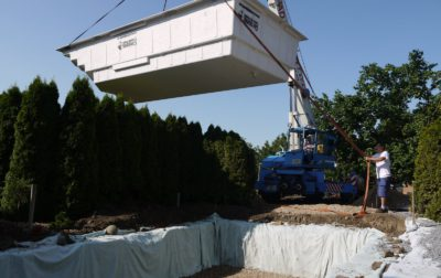 VIDEO: Moving the pool with crane